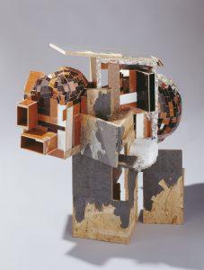 »Potpourri CA (libeskindkohlhaasgehry)«, Holz, Styrodur, Papier-Maché, 90 x 105 x 55 cm