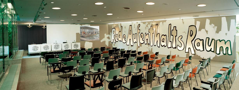 Les Schliesser – »RedeAufenthaltsRaum«, Installationsansicht, 2004 Artforum Berlin, Talklounge